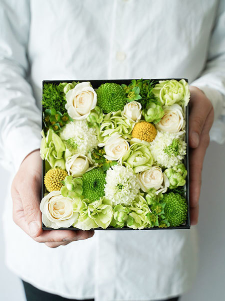 生花のボックスフラワー 白 M