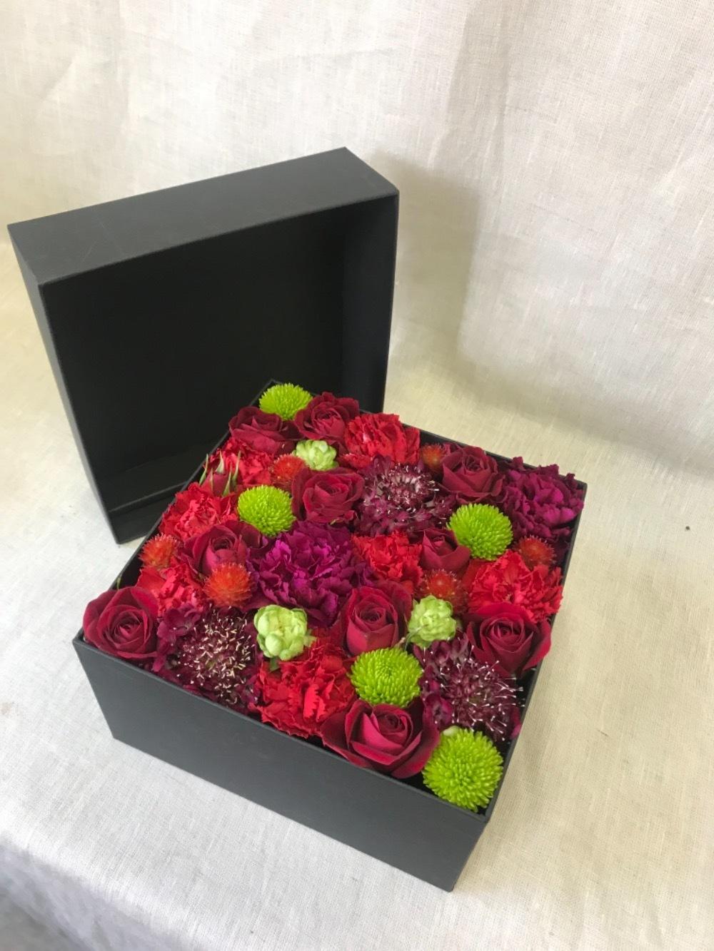 生花のボックスフラワー 赤 M