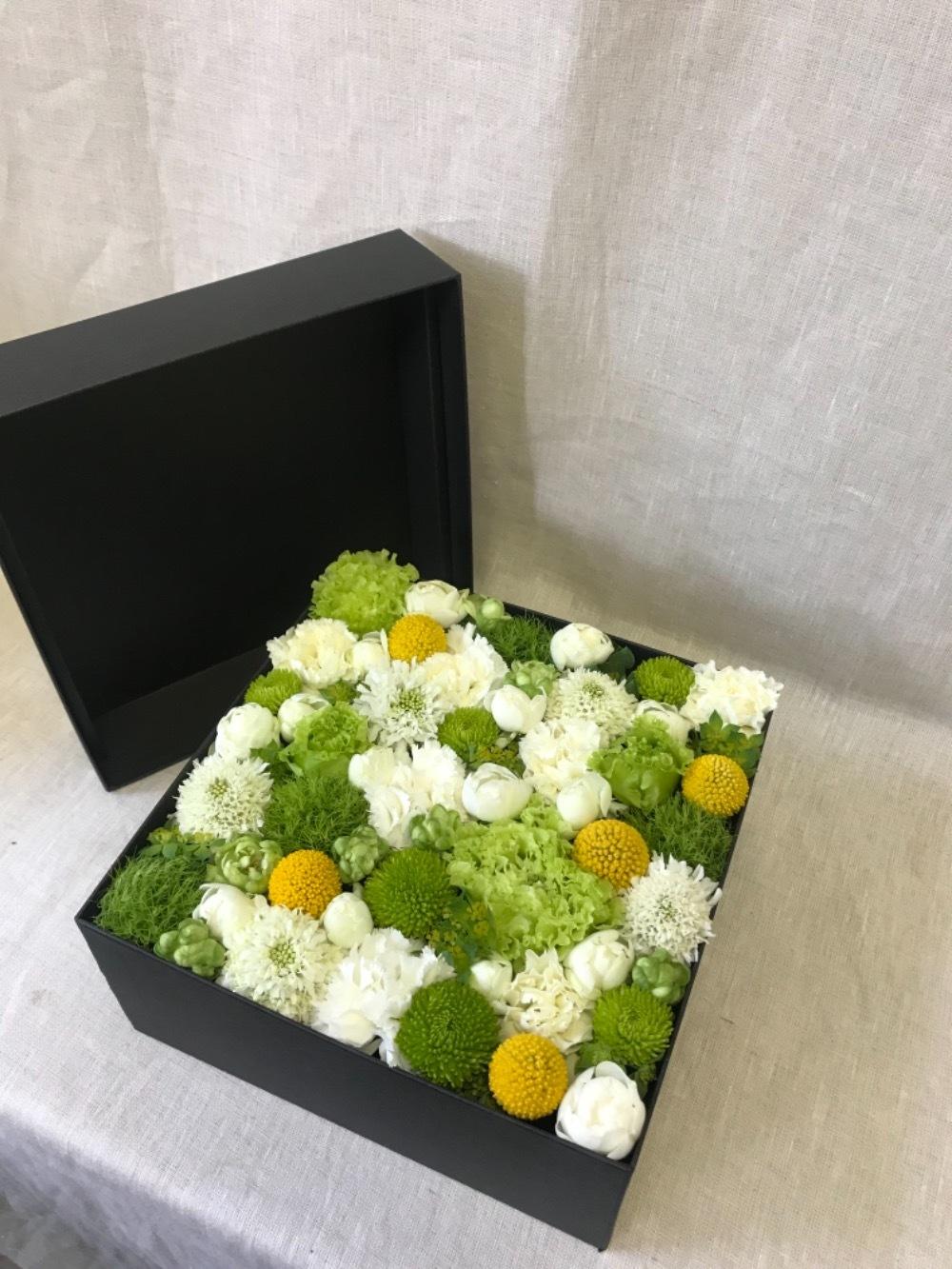 生花のボックスフラワー 白 L