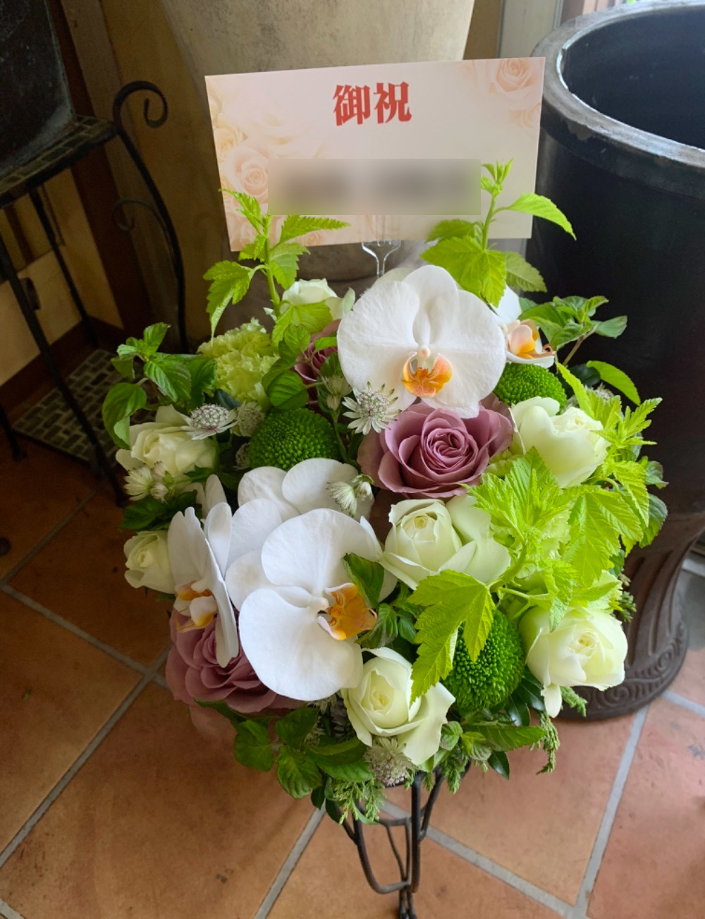 胡蝶蘭とバラを合わせたナチュラルアレンジ M