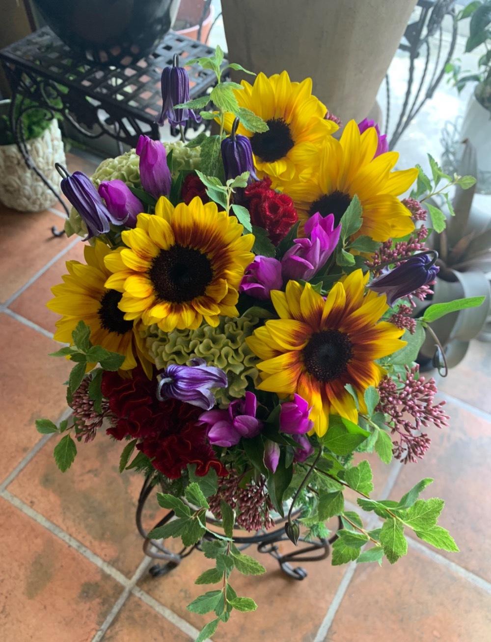 定年退職をされる社員様の奥様へ感謝のお花