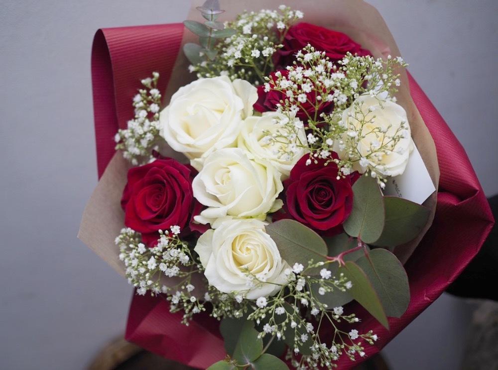 バラの本数に想いが込められたご結婚記念日の祝い花