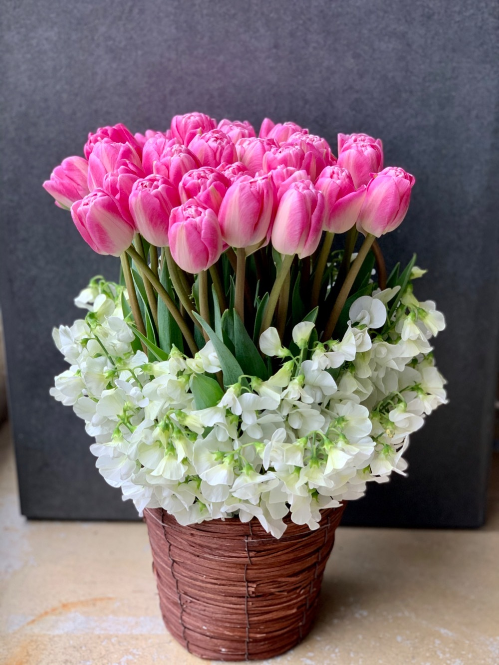 チューリップが美しいご移転祝い花