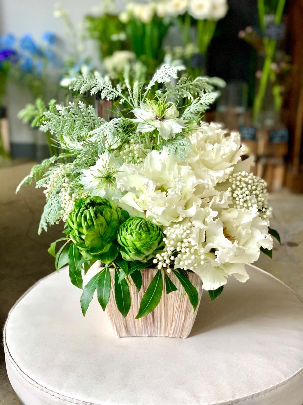 まっさらなスタートを応援する、白のご開業祝い花