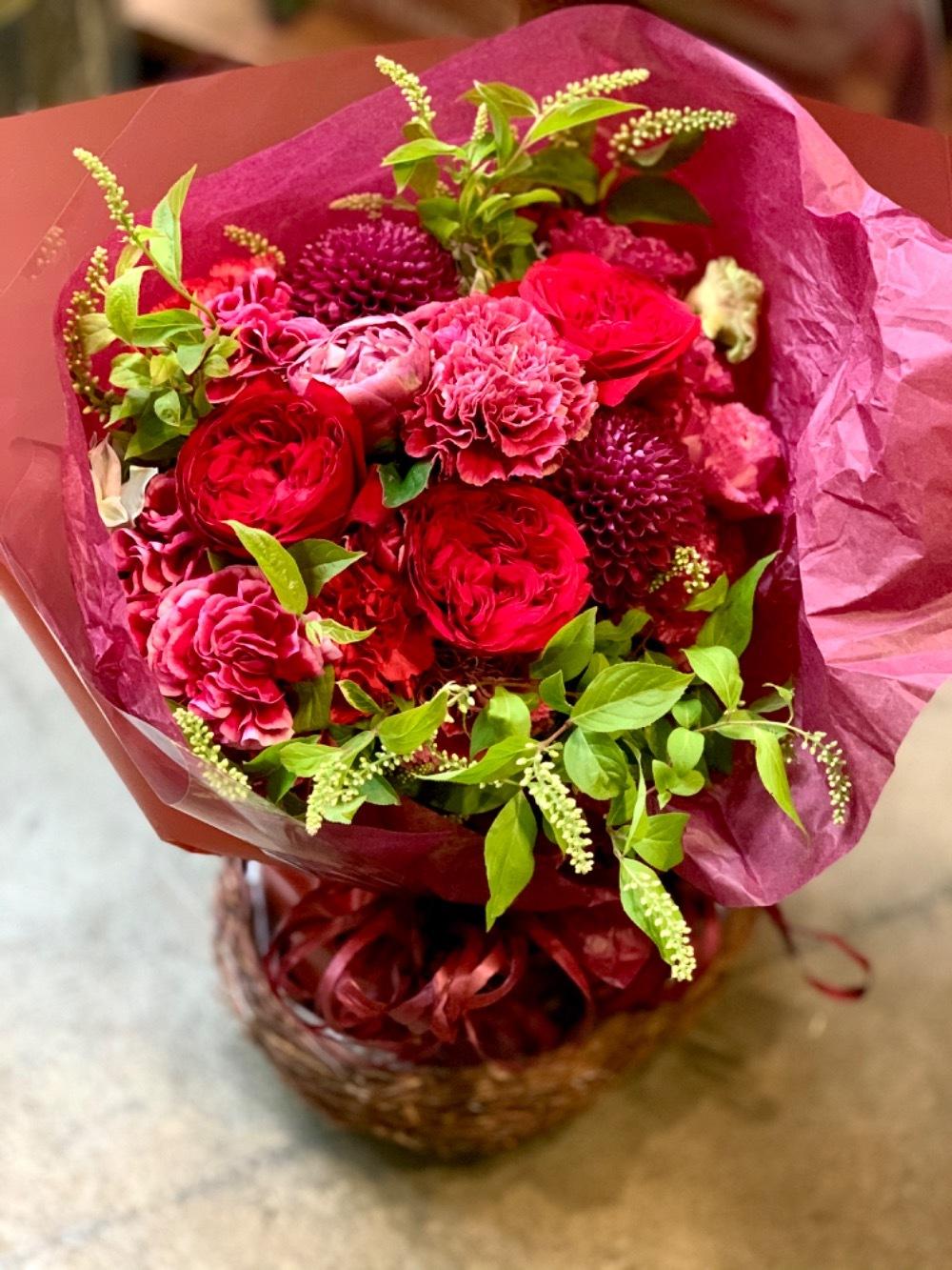 バラがお好きなお母さまへ、母の日のお祝い花束