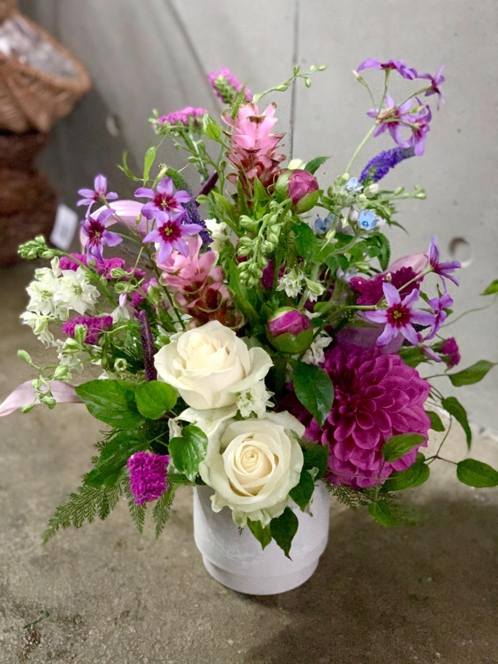 ナチュラルで華やかなご結婚お祝い花