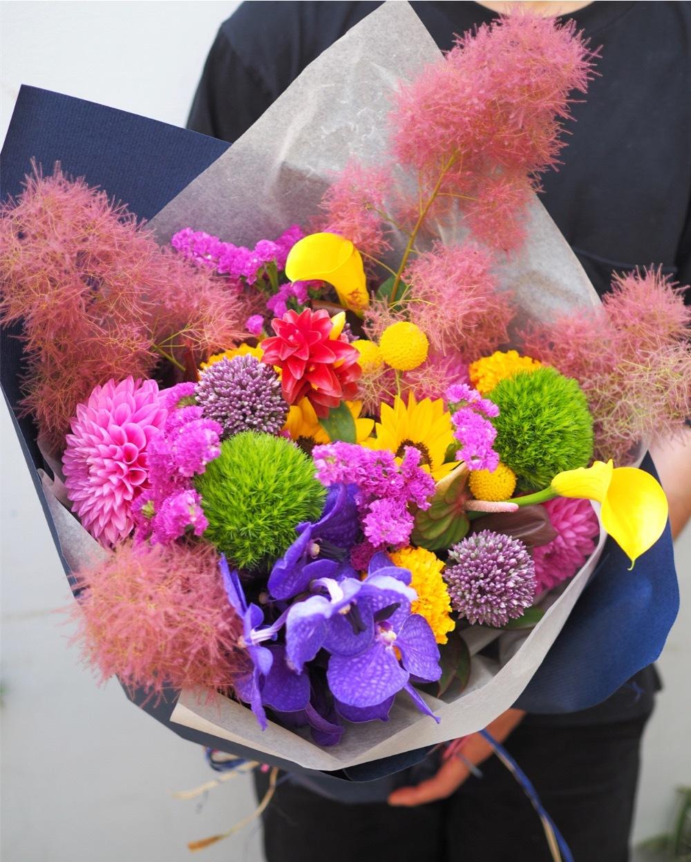 ご主人のお誕生日へ 彩り豊かな祝い花