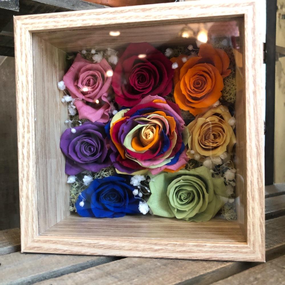 「メンバーカラーの薔薇が美しい」応援されるグループをイメージしたプリザーブドフラワー
