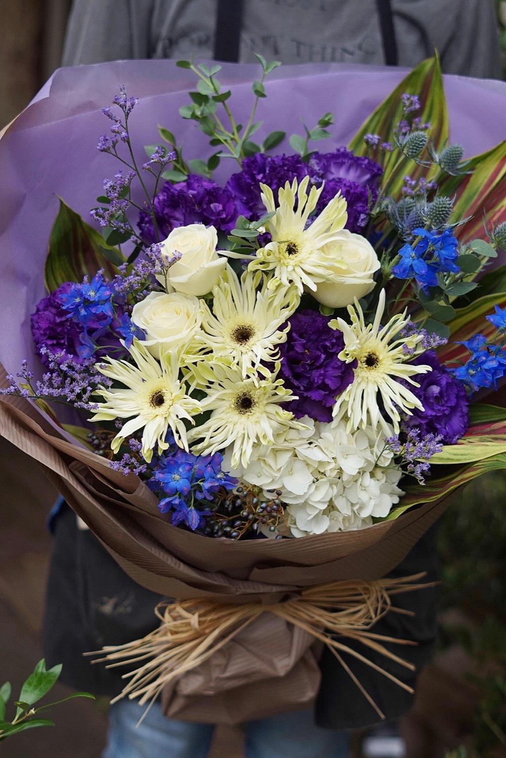 昇進・昇格祝いにもぴったりなシックな花束