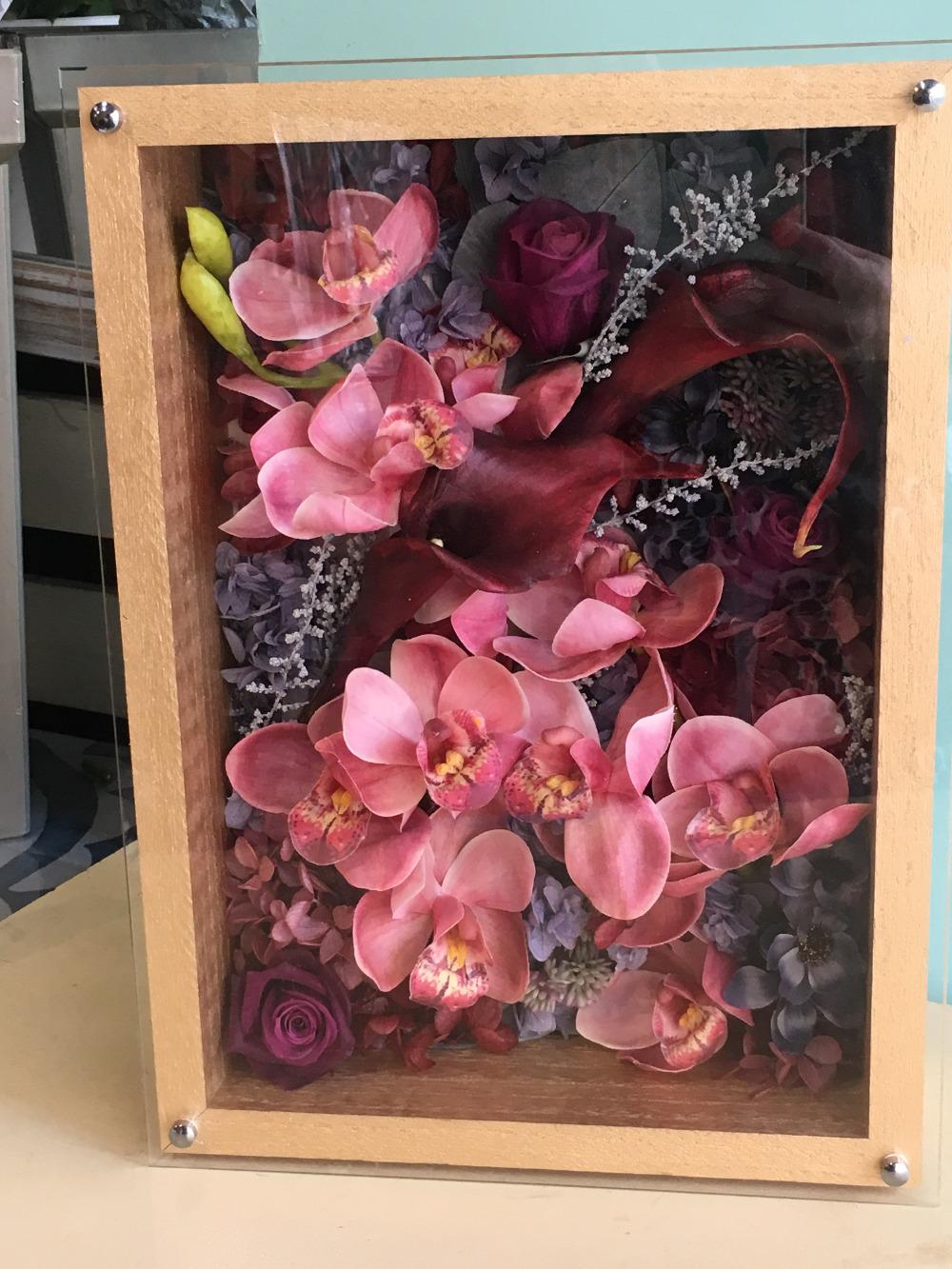 税理士事務所様へお届けした、落ち着いたピンクの開業祝い花 フレームアレンジ