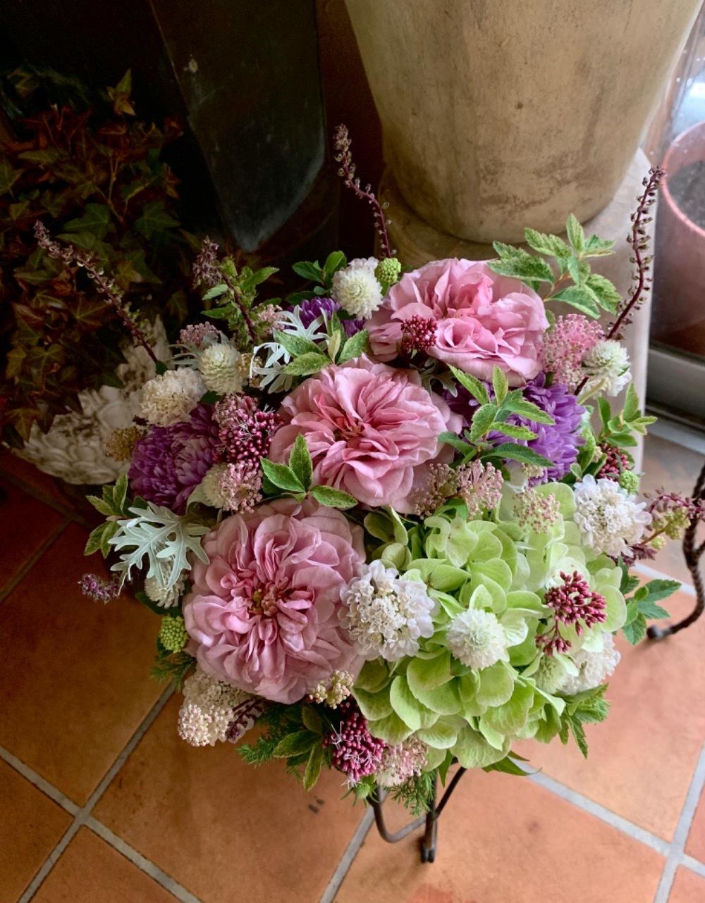 「心からのおめでとう」上品で華やかな開店祝い花