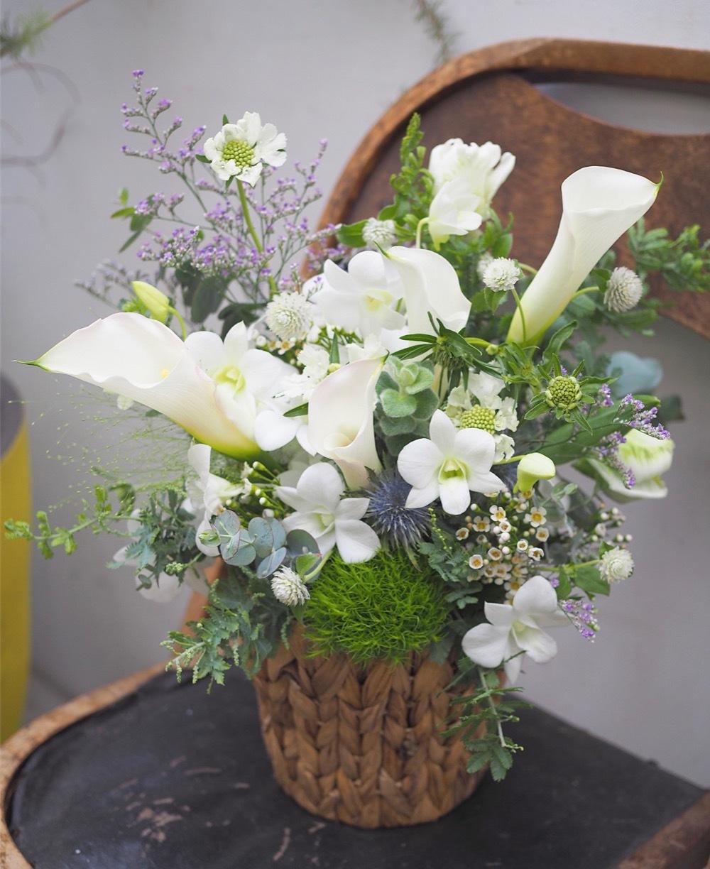 ナチュラルな雰囲気の美容院さま開店祝い花