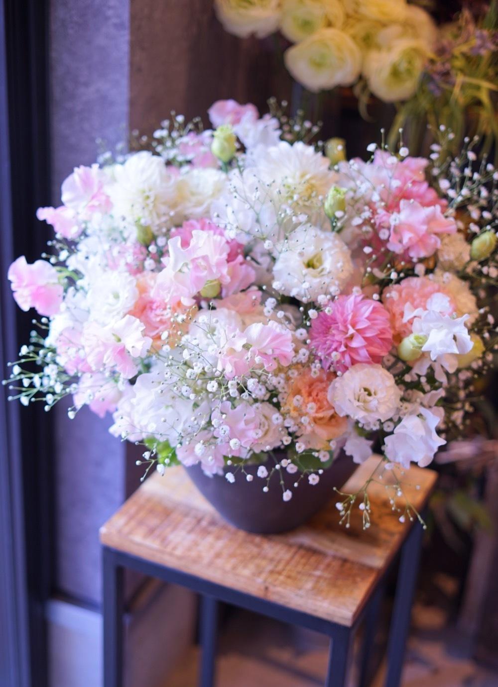 「新たな気持ちでスタートして頂きたい」サロン様周年祝い花