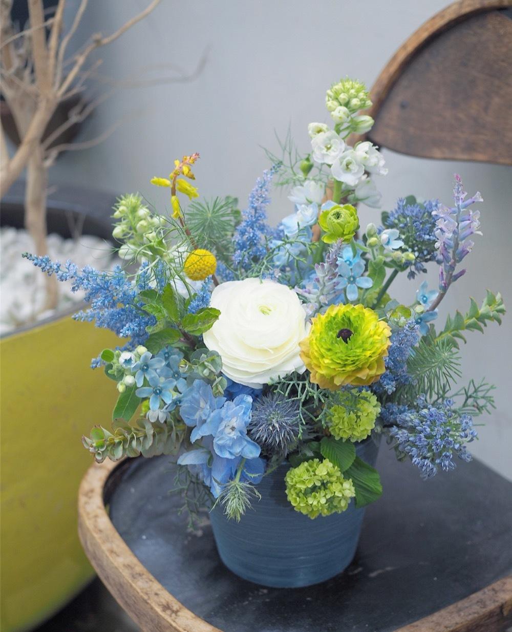 「活力や癒しにしていただけるようなお花を」海をイメージした周年お祝い花