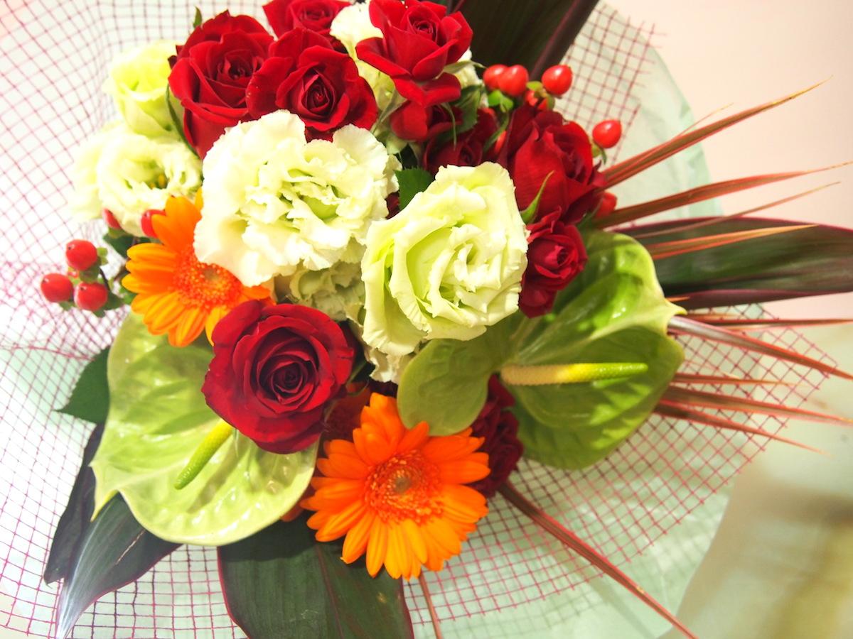 トルコキキョウとガーベラの元気な花束