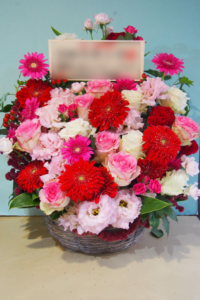 子供向けサービスの会社さまへお届けされたポップで可愛い上場祝い花