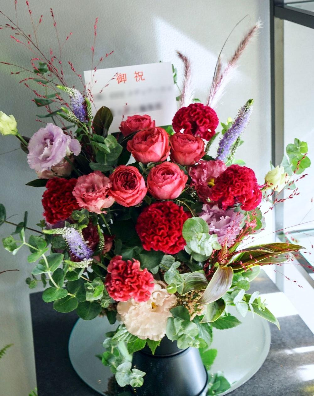 アパレルショップのインテリアにもなるリニューアルオープン祝いのお花