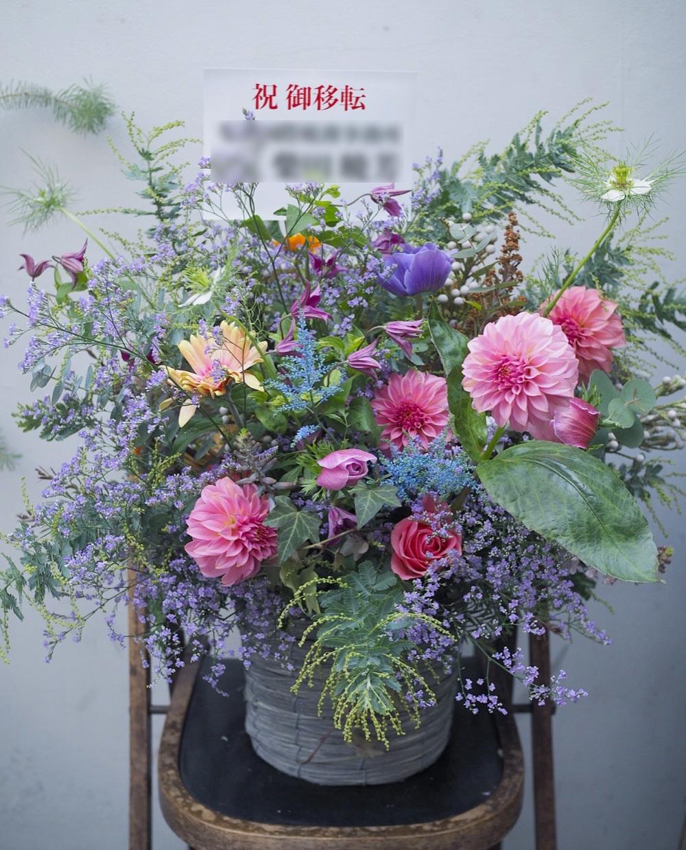 法務事務所さまの新たなオフィスの雰囲気に合わせた移転祝い花