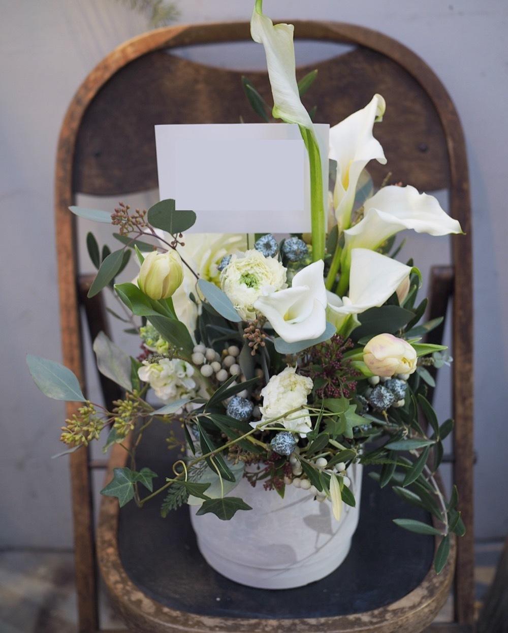 ナチュラルでモダンな開店祝い花