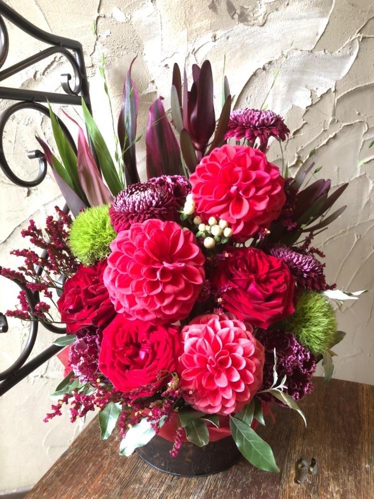 「ファンとして応援しています」お店の記念日に贈られた祝い花