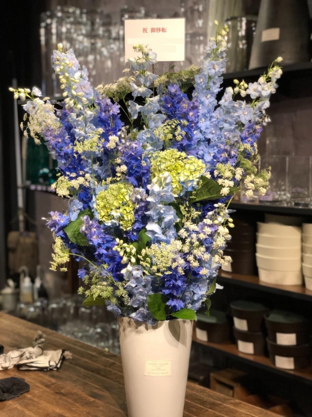 コーポレートカラーでお作りした法人様のご移転祝い花