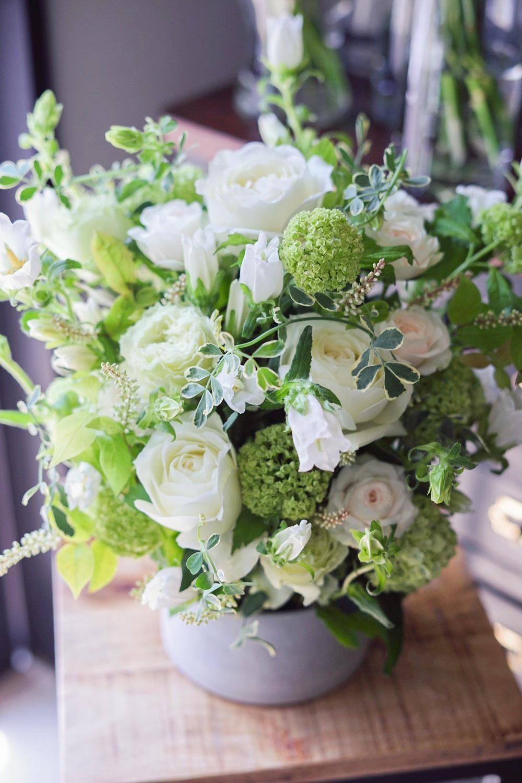 白と緑の清潔感あふれる引越しお祝い花
