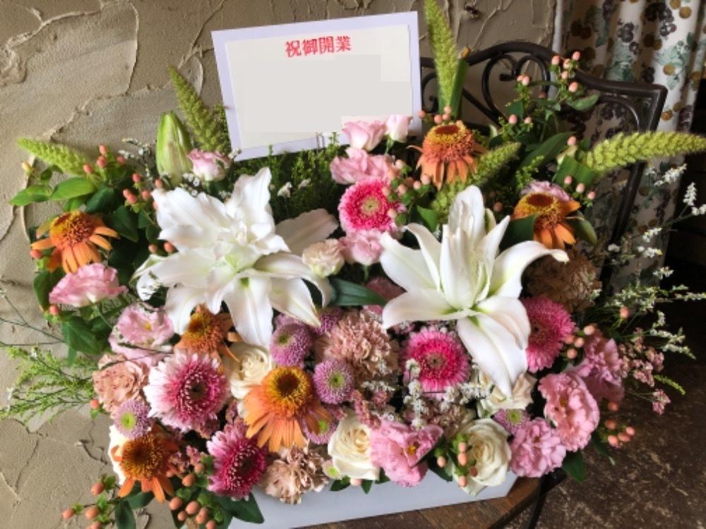 「女性の方が集まる場所に明るく華やかな雰囲気」クリニック様ご開業祝い花