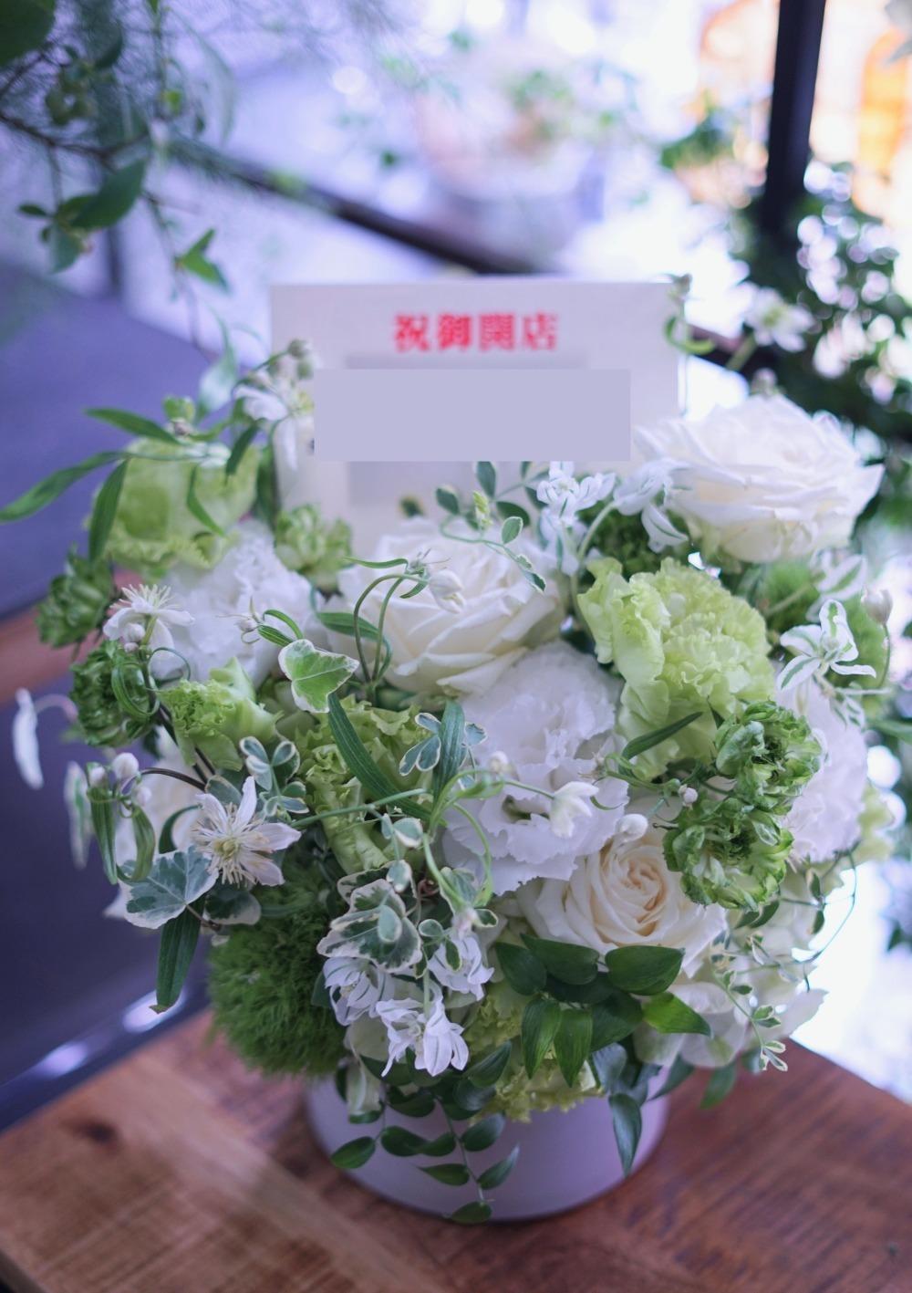 「上品で清潔な白が印象的」開店祝い花