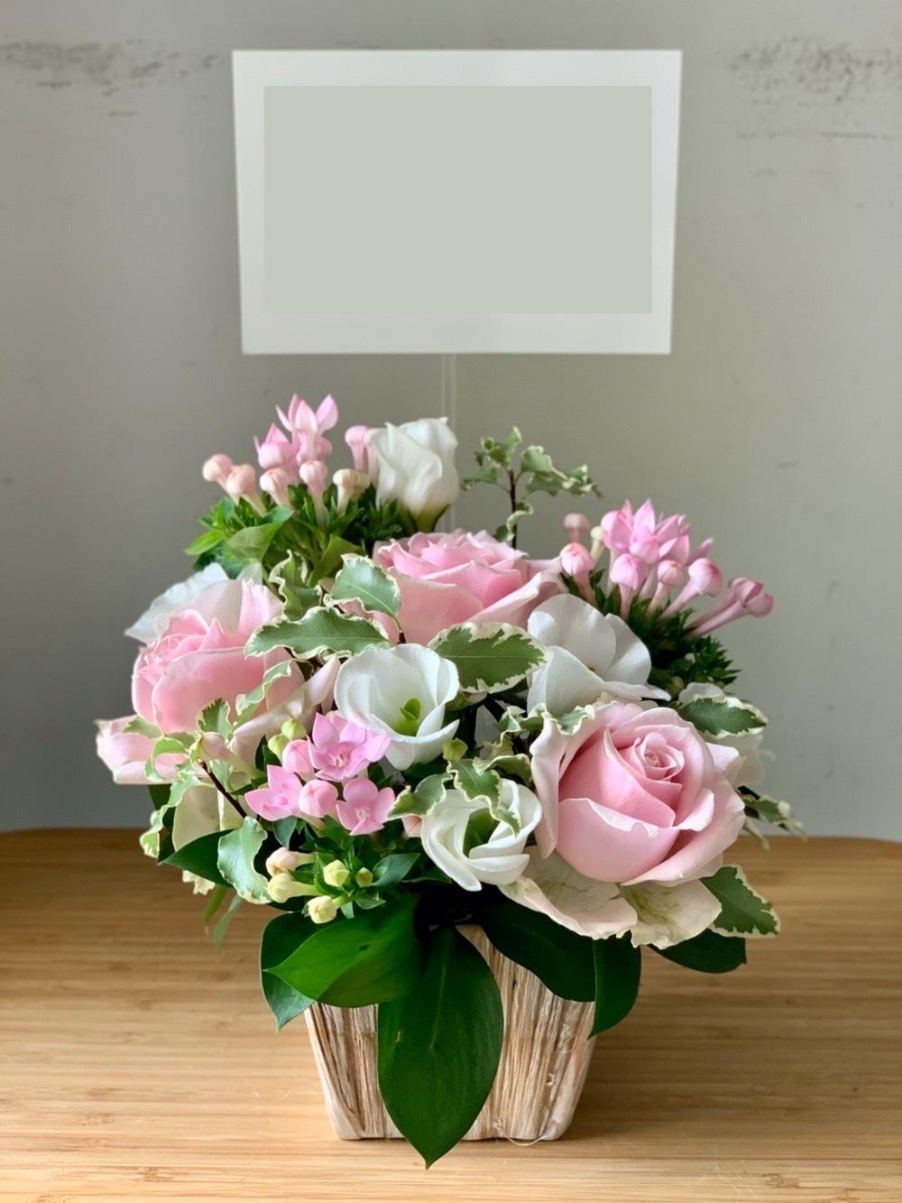 優しいピンクの開業祝い花