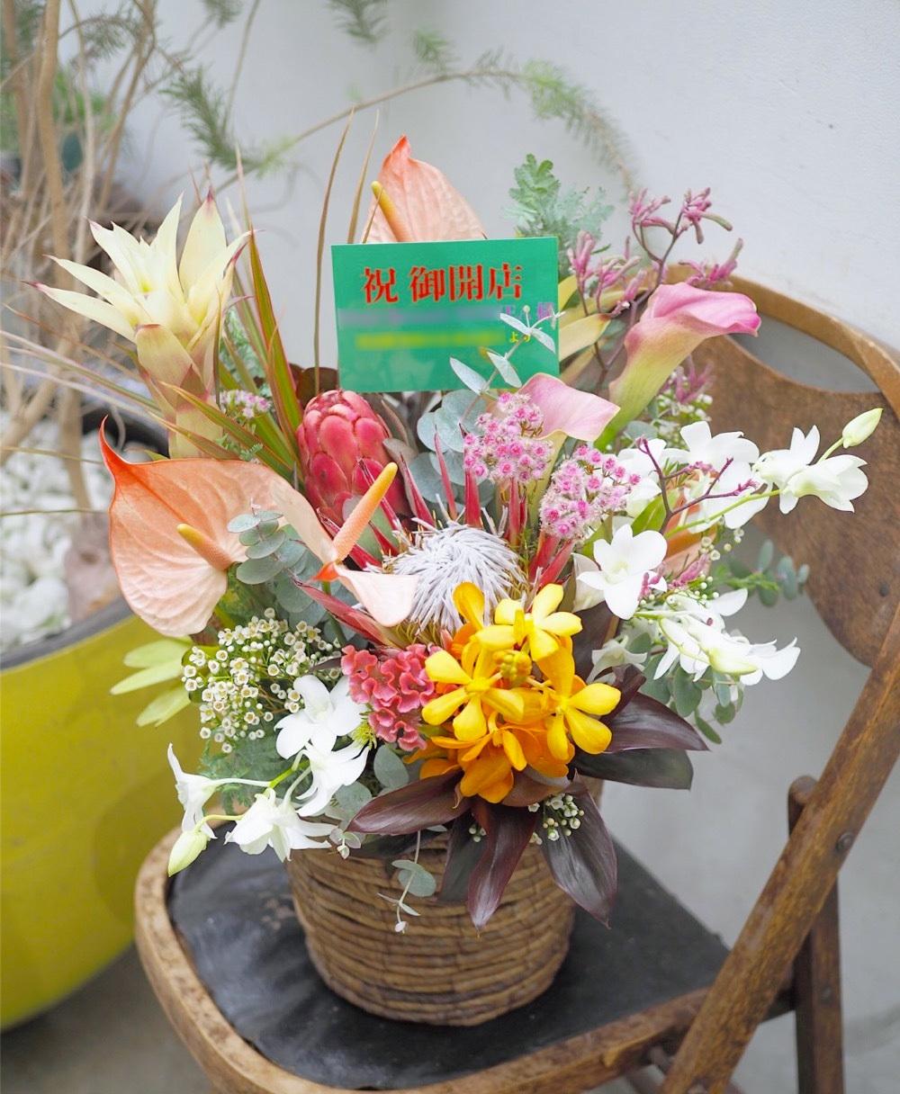 ハワイアンテイストの美容院へ 控えめリゾートな雰囲気の開店祝い花