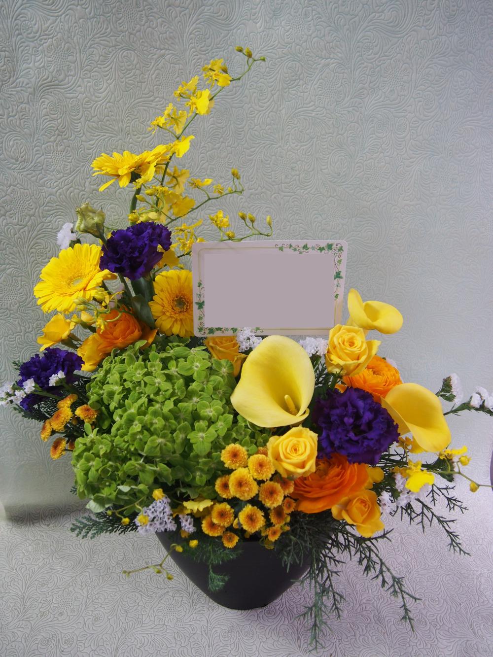 上に伸びゆくデザインが印象的な開店祝い花