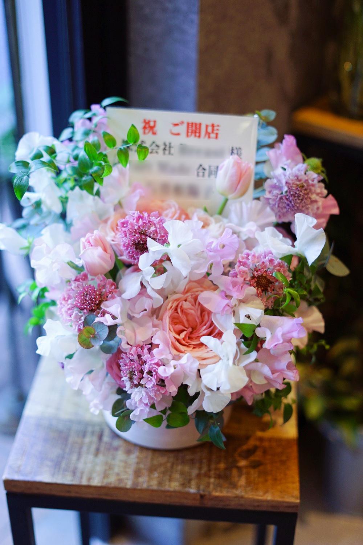 美容サロン様のオープンに ピンクと白が優しいご開店祝い花