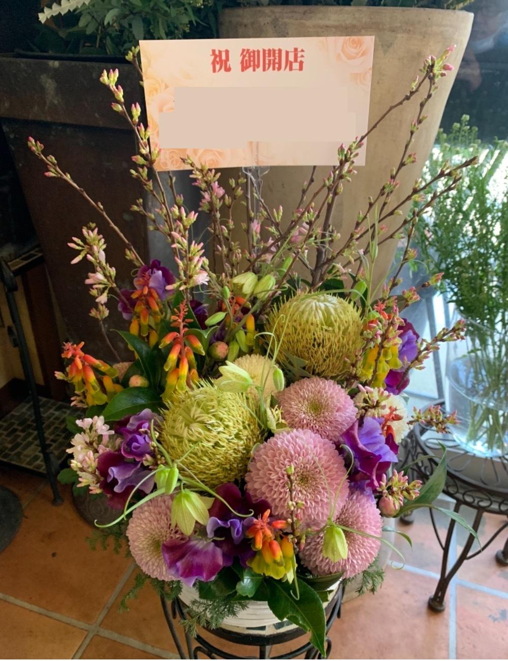 「応援の気持ちとメッセージを込めて」和食割烹様に贈る和のテイストが入ったモダンな開店祝い花