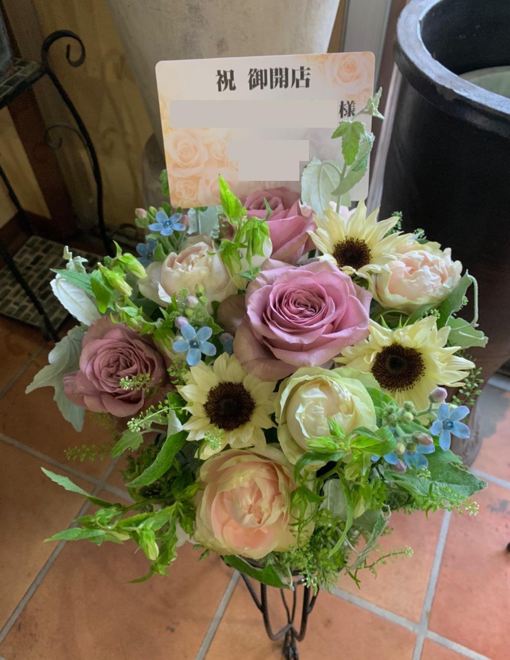日本料理店様のナチュラルでさわやかな優しい雰囲気あふれるご開店お祝い花