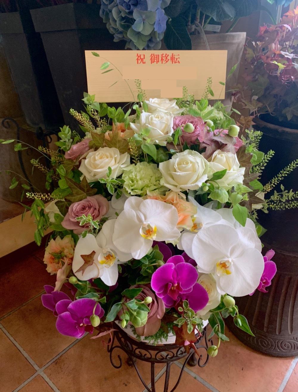 上品で華やかな雰囲気あふれる移転お祝い花
