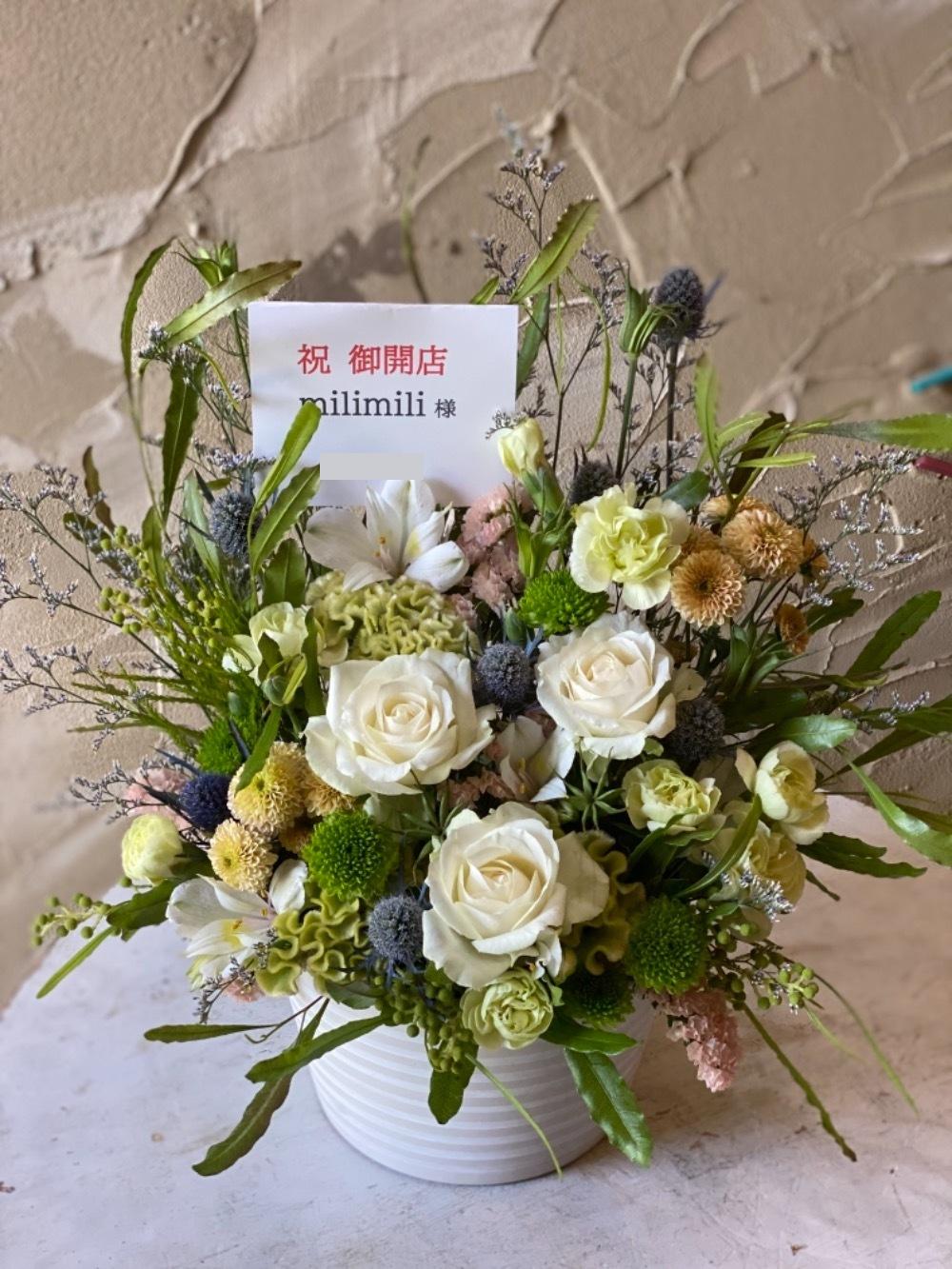 「感謝の気持ちも込めて」写真スタジオ様ご開店お祝い花