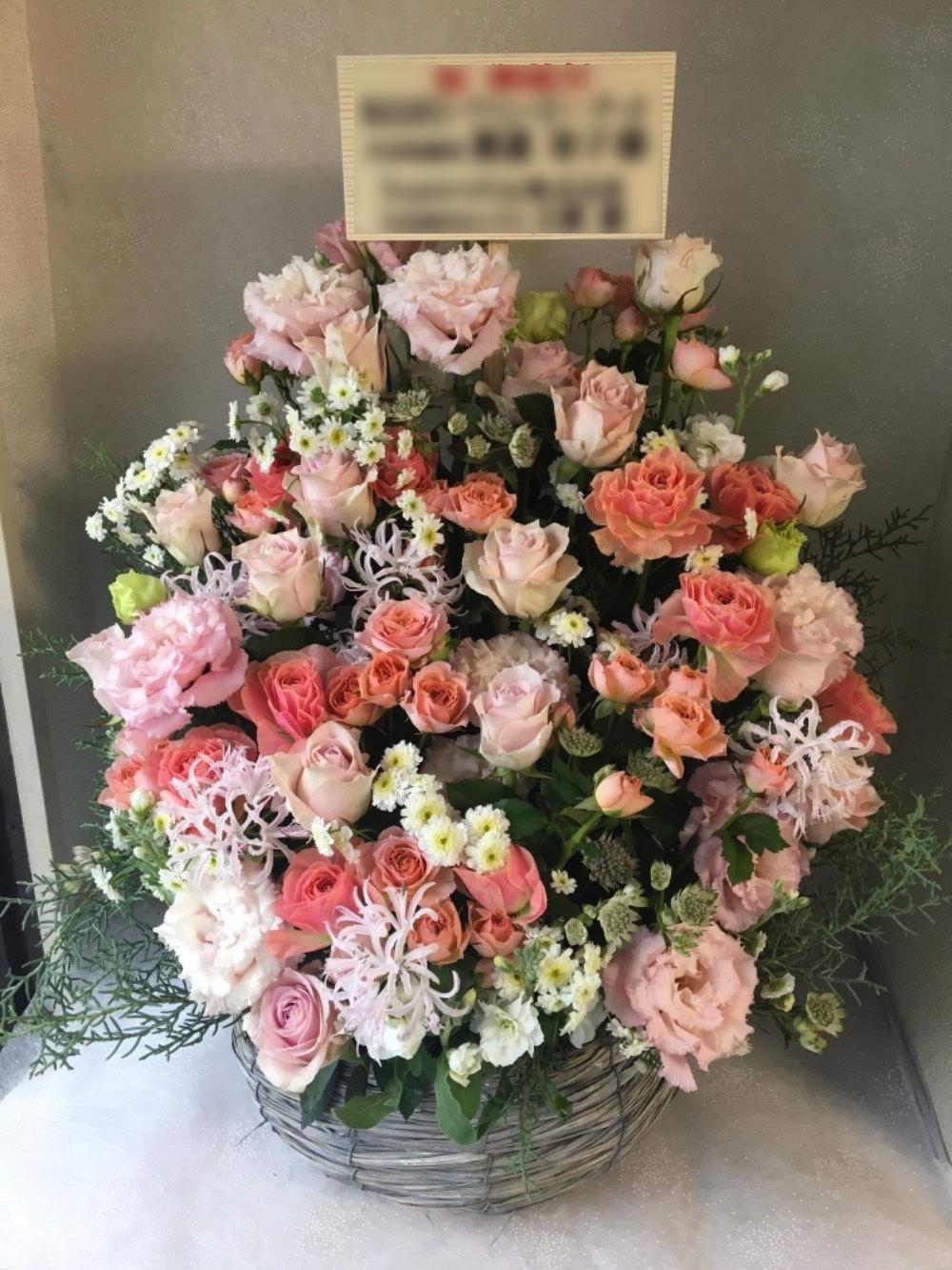 ピンクが柔らかな上場祝い花