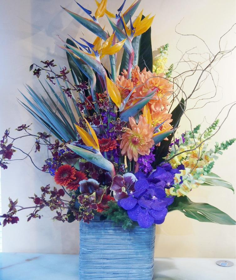 「イケてるしヤバい」奇抜な会社さまへの就任祝い花