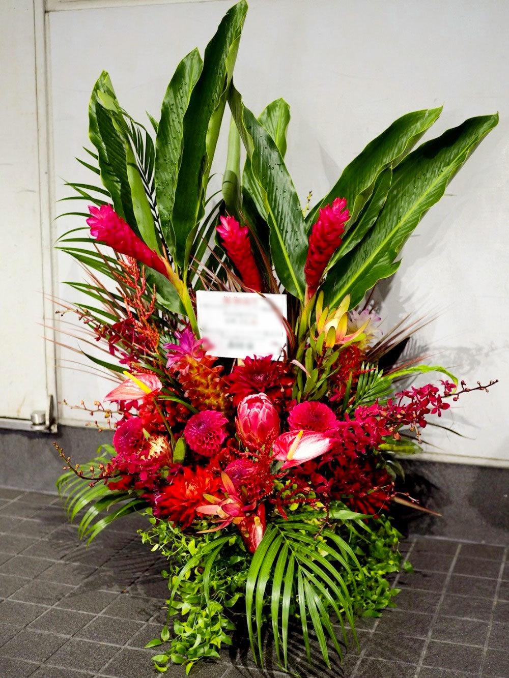 映像制作会社さまへ豪華で目立つ上場祝い花