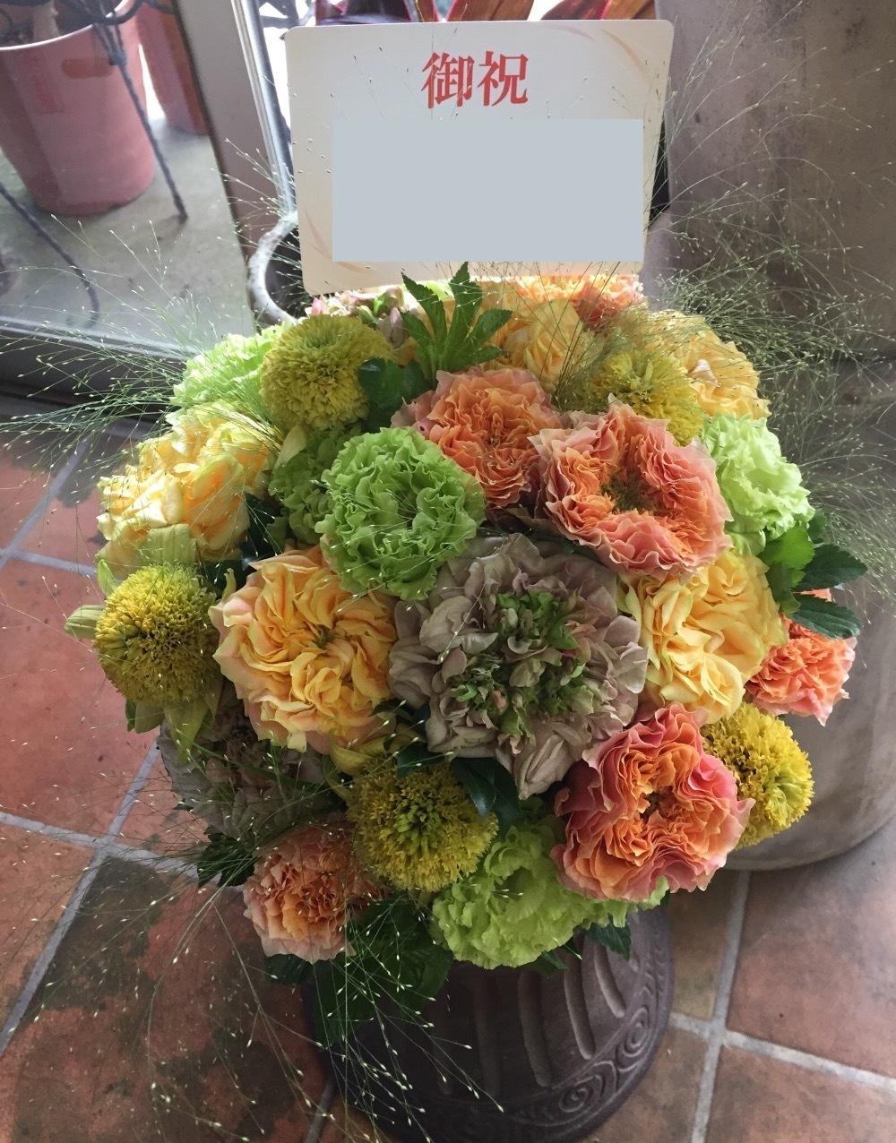 ベトナム料理店のモダンな開店祝い花