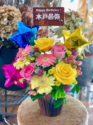 バルーン入りのお祝いアレンジメント花