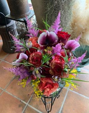 個展のお祝いにもピッタリ 大人・エレガントをテーマにした祝い花