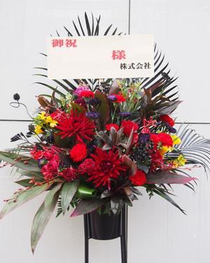 竣工祝い・落成祝いにも ビビッドな印象のスタンド花