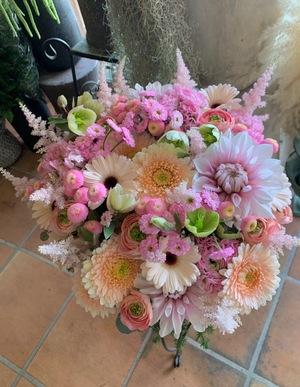 竣工祝い・落成祝いにも 優しいピンクのお祝いアレンジ花