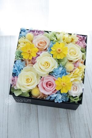 「ユニット活動でのメンバーカラーである黄色が美しい」ボックスプリザーブドフラワー祝い花