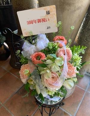 スナックのご開店3周年祝いのアレンジ花