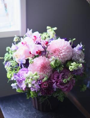 卒寿のお祝いにもぴったりの紫色のアレンジ花