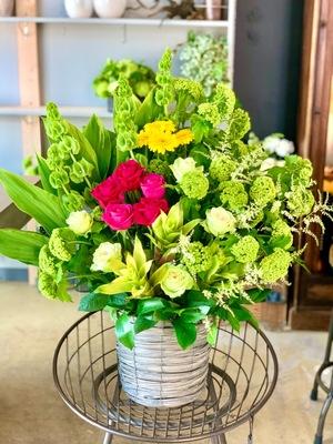 取引先様のコーポレートロゴとカラーを表現した開店祝い花