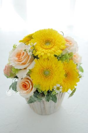 個展のお祝いにもぴったり 感謝を込めた祝い花
