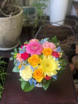寂しい思いを少しでも明るく 母の日の祝い花